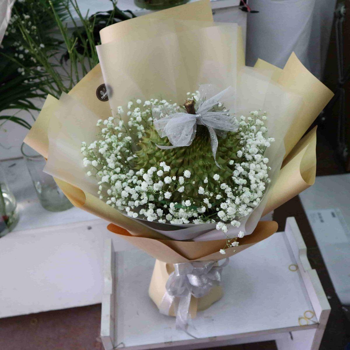 bó hoa sâu riêng ngon thần sầu